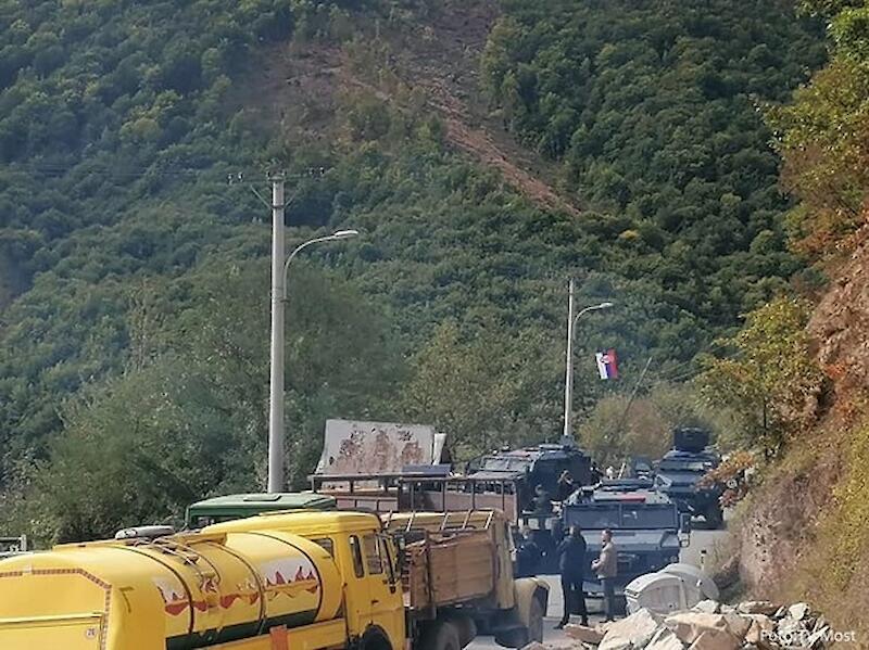 Сербия привела в боевую готовность свою армию на границе с Косово