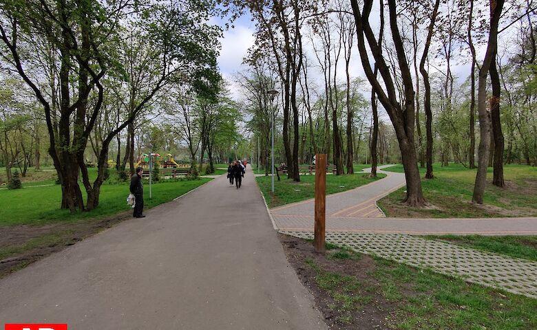 Множество людей, шашлыки и никакой полиции: как киевляне нарушали карантин в Пуще-Водице на майские праздники
