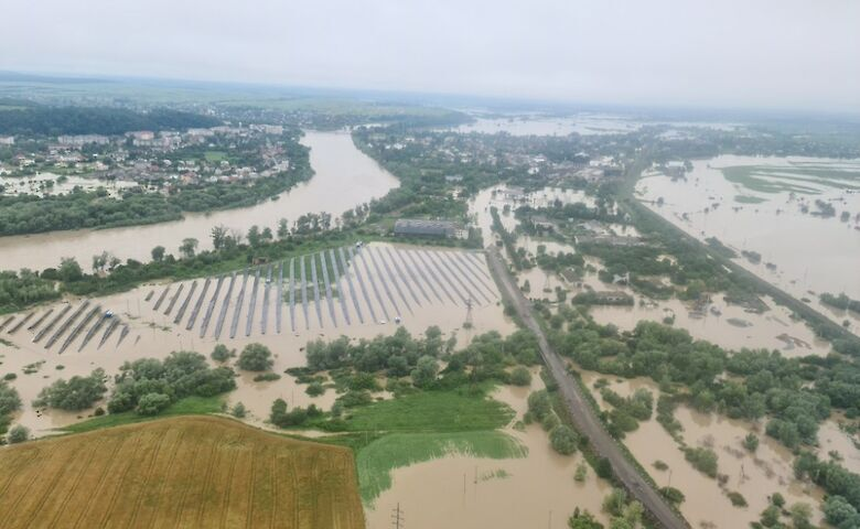 """Не тільки вирубка лісу: екологи пояснили, чому Закарпаття знову """"потонуло"""" у воді"""
