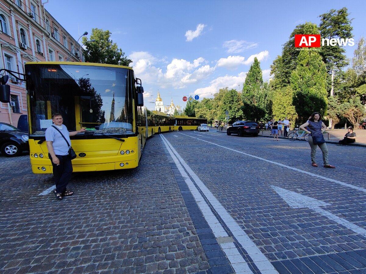Кортеж Порошенко заблокировал движение троллейбусов в центре Киева