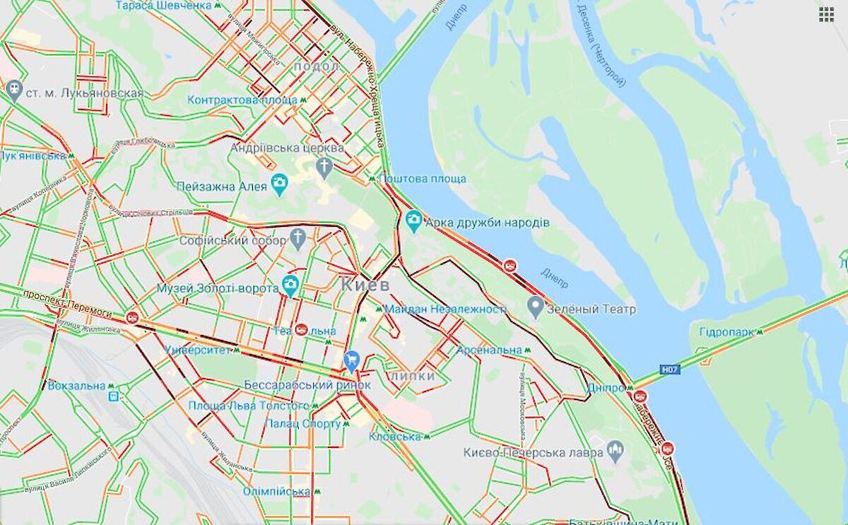 В Киеве из-за массового митинга закрыли вход в метро и образовались пробки