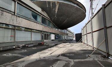 """Занедбані і непотрібні: як пам'ятники архітектури і """"недобудови"""" Києва перетворюються на звалища і ласий шматочок для забудовників"""