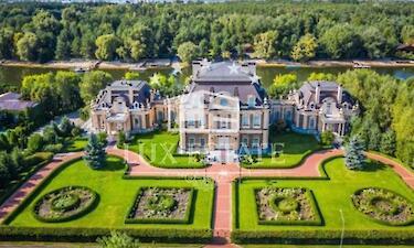 Экс-нардеп Кацуба за 16 миллионов долларов продает роскошный дом под Киевом с личной набережной