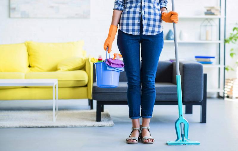 Как правильно вымыть пол и посыпать порог солью в Чистый четверг